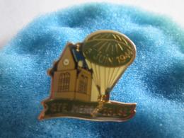A Pin's Pin S 6 Juin 1944 Sainte Mère L'Eglise Parachute - Army