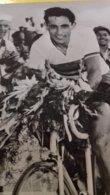 Foto Cartolina Storica  Ciclismo - Fausto Coppi Trionfante Con Fiori - Cyclisme