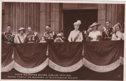 SILVER JUBILEE. ROYAL FAMILY ON  BALCONY OF BUCKINGHAM PALACE - Royal Families