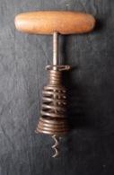 ANCIEN TIRE BOUCHON A RESSORT - CORKSCREW - Apri-bottiglie/levacapsule