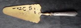 Pelle à Tarte   ( Dans L'état à Recoller Le Manche !! ) - Dishware, Glassware, & Cutlery