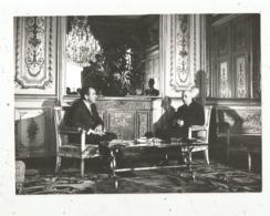 Photographie ,célébrité ,175 X 130 Mm, Le Général DE GAULLE Et Le Président Des Etats Unis NIXON,  Cliché P. Harlé - Célébrités