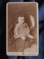 Photo CDV  Bouis à Montauban  Bébé En Robe Rayée Dans Un Fauteuil  CA 1890 - L471A - Photos