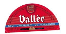 ETIQUETTE De FROMAGE..Demi CAMEMBERT De NORMANDIE...VALLEE.. Ets VALLEE à CLECY (Calvados 14) - Fromage