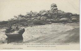 22 ( Cotes D'Armor ) - PLOUMANACH - Un De Ces Mille Entassements De Rochers ( Barque Et Rochers ) - Ploumanac'h