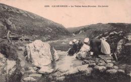 ILE DE GROIX  - La Vallée Saint Nicolas  -  Un Lavoir - Groix