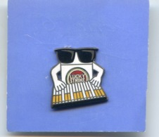 Tabac - Cigarette - Lucky Strke - Piano - Trademarks
