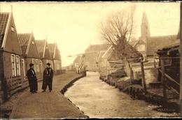 Cp Edam Volendam Nordholland Niederlande, Kanalpartie, Brücke, Männer In Tracht - Unclassified