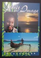 MADAGASCAR - ARRET SUR IMAGE - NOSY BE - EXCELLENT BEAUTIFUL BOOK - TOURISM TOURISME GUIDE  (6 SCANS) - Madagascar