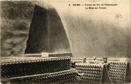 CPA REIMS Travail Du Vin De Champagne (490648) - Reims