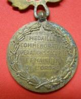 Médaille Décoration Pendante Commemo Opérations Sécurité Maintien De L'Ordre Et Ruban HS Dans Son Jus à Nettoyer - France