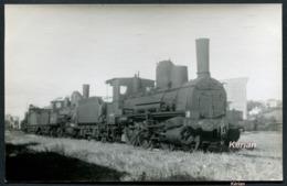 86) Photo Cartonnée - Dépôt De St-Saviol à Poitiers (?) En 1951 - 3 Locomotives Type 030 - Voir 2 Scans - Treni
