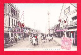 E-Japon-62A94  Isezakicho-dori Yokohama, Commerces, Cpa Colorisée BE - Yokohama