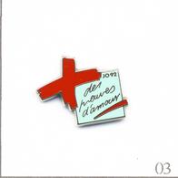 """Pin's Asso. Croix Rouge Française """"Des Preuves D'Amour"""" - Carré Vert Clair J.O Albertville 92. Est. AB Paris. T662-03 - Geneeskunde"""