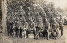 CPA 2818 - MILITARIA - Carte Photo Militaire - Cavalerie - Chasseurs N° 2 Sur Les Cols à GUER ( Camp De COËTQUIDAN ) - Personnages