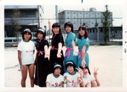 Photo Originale 日本 Ishfi Japon - Jeunes Adolescentes Japonaises En 1981 Aux Tenues Divers Et Variées N.9 - Personnes Anonymes