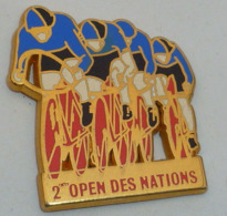 1 Pin's CYCLISME - 2° OPEN DES NATIONS, Signé STARPINS - Wielrennen