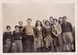 RODEZ  Aveyron .1941. Pasteur Idebert Exbrayat Et Son Equipe. Photo Originale NB  8.5 Cm X 6.2 Cm - Personnes Identifiées