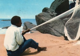 Cameroun Littoral - Kribi - Fabrication D'un Filet De Pêche (beau Timbre) - Cameroun