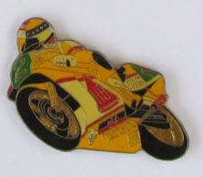 1 Pin's COURSE DE MOTOS - Motos