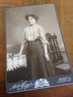 LINZ A D. - S. JAEGER - FRAU IN OESTERREICH DAZUMAL - JUNGE DAME IN POSE - 1909 - Luoghi