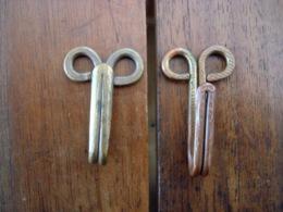 Crochets Porte Ceinturon Pour Veste. - Buttons