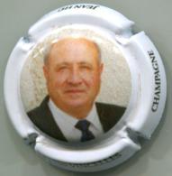 CAPSULE-CHAMPAGNE HU Jean N°07 Portrait Contour Blanc - Champagnerdeckel