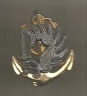 Insigne De Béret , PARACHUTISTE COLONIAL ,  Drago  ,Paris , ,2 Scans, Frais Fr 1.75 E - Army