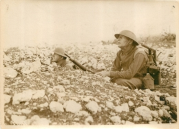 GRANDE PHOTO ORIGINALE AGENCE SYRAL AMERICAINS EN 1er LIGNE POSTE D'ECOUTE  FORMAT  17 X 13 CM - War, Military