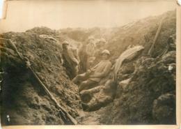 GRANDE PHOTO ORIGINALE AGENCE SYRAL  LA COTE 304 SOLDATS AU REPOS  FORMAT  17 X 13 CM - Oorlog, Militair