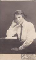 Foto Junge Frau Mit Bluse Und Krawatte - Atelier Probsicin, Jaroslaw, Polen - Ca. 1910 - 9*6cm (44673) - Anonymous Persons