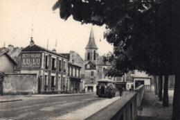 BAGNEUX - La Place Dampierre, Autobus, Animée - PUB LU - Bagneux