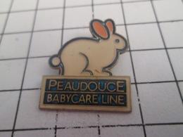 419 Pin's Pins : BEAU ET RARE : Thème ANIMAUX / LPIN BLANC PEAUDOUCE BABY CARE LINE - Animaux