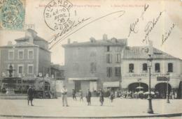 CPA 32 Gers Mirande La Place D'Astarac Librairie Papaterie Fontaine Estrade (rarement Vue) - Mirande