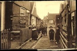 Cp Edam Volendam Nordholland Niederlande, Frau Und Kinder In Tracht, Straßenpartie - Unclassified