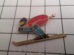919 Pin's Pins : BEAU ET RARE : Thème SPORTS / SKI SKIEUR SPORTS D'HIVER - Wintersport