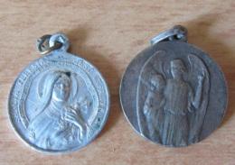 2 Médailles Religieuses Sainte Thérèse Et Jésus (anépigraphe) - Alu Et Métal Argenté - Religion & Esotérisme