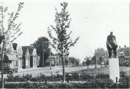 """Ommelanderwijk - Centrum Met Standbeeld """"De Scheepsjager"""" - Niederlande"""