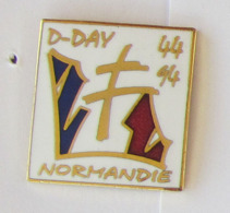 1 Pin's MILITAIRE/DEBARQUEMENT - NORMANDIE D-DAY 44-94 Signé ARCAPEA PARIS - Militaria
