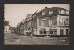 CPSM Pf . 27 . BEAUMONT-LE-ROGER .La Place De L'Hôtel De Ville . - Beaumont-le-Roger