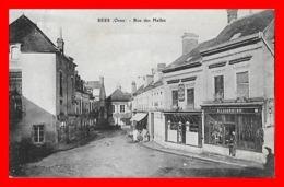 CPA (61) SEES.  Rue Des Halles, Animé, Attelage, Commerces...K056 - Sees