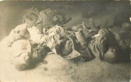 CARTE PHOTO  MILITAIRE  (rare )  Apres L'attaque Au Gaz Allemand En Champagne ( MARNE ) Janvier 1916  Soldats Russes - Guerre 1914-18