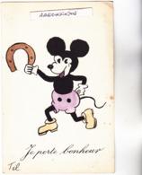 """CPA - MICKEY Avec Un FER à CHEVAL à La Main - Légende """"Je Porte Bonheur""""  Carte Signée De TIL Illustrateur - 1950 Env - Illustratori & Fotografie"""