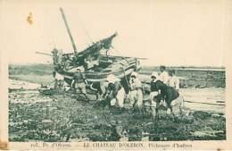 LA PECHE - LE CHATEAU D OLERON - Pêcheuse D'huitres - 103 - Pêche