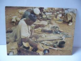 AFRIQUE SOUVENIR DU BURKINA LE CORDONNIER CPM COULEUR - Burkina Faso