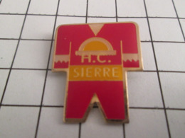 1214b Pin's Pins : BEAU ET RARE : Thème SPORTS D'HIVER / HOCKEY CLUB DE SIERRE - Wintersport