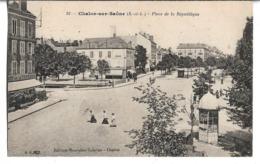 CPA  De  CHALON  Sur  SAONE   (71)   -   Place  De  La   République   //   TBE - Chalon Sur Saone
