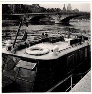 """Paris (75) - Photo Du Bateau """"Wayfarer"""" Sur La Seine. Au Fond, La Tour Eiffel. - Photos"""