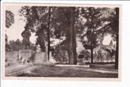 CHATILLON Sur SEINE - Le Monument Aux Morts 14.18 - 39.45 Et L'Eglise St-Vorles - Chatillon Sur Seine