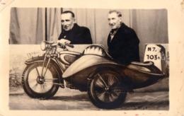 PHOTOMONTAGE : SURRÉALISME / SURREALISM - MOTO FACTICE / DUMMY MOTORCYCLE - PHOTO FORAINE ~ 1935 - '940 (ad184) - Unclassified